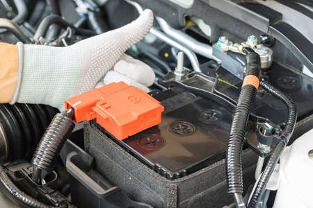 Technician check battery car terminal 版權商用圖片