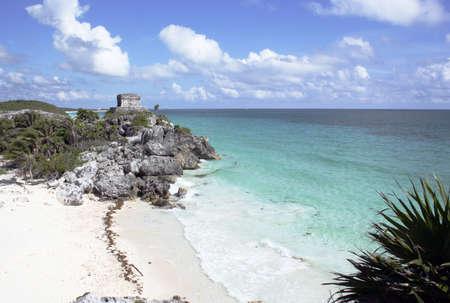 Mayan ruins at Tulum Mexico near beach Standard-Bild