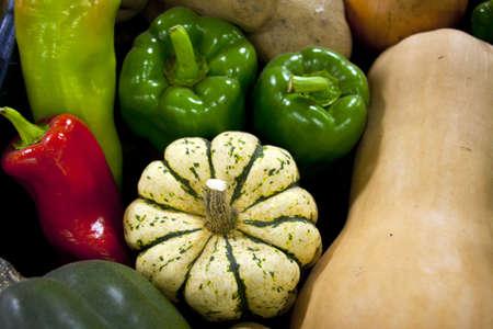 新鮮な野菜がディスプレイの広がる 写真素材
