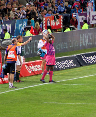 fighting cancer: Rugby, Chiliboy Ralepelle, Bulls, in pink jerseys in support of fighting cancer, throwing in at lineout, Stormers v Bulls, Super Rugby, Loftus Versfeld, Pretoria , South Africa, 2 June 2012