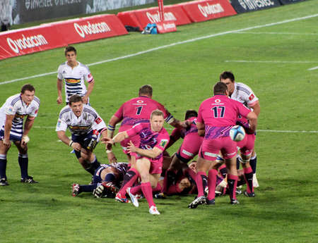 fighting cancer: Rugby,  Jano Vermaak, Bulls, in Pink jerseys in support of fighting cancer, dive pass from scrum, Stormers v Bulls, Super Rugby, Loftus Versfeld, Pretoria , South Africa, 2 June 2012