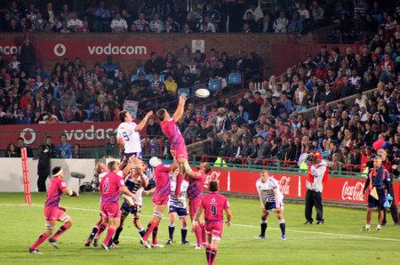 fighting cancer: Rugby, Bulls, in Pink jerseys in support of fighting cancer, lineout; jump; support, Stormers v Bulls, Super Rugby, Loftus Versfeld, Pretoria , South Africa, 2 June 2012 Editorial