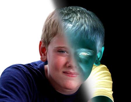 personality: Joven Retrato Boy Frente modos de pensar positivo y negativo
