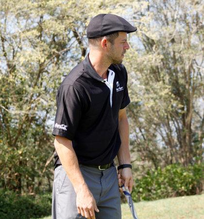 carmine: GIOVINAZZO, CARMINE - 17 novembre: Attore Ospite Player Giocare al Gary Player Invitational Charity Golf Tournament 17 novembre 2013, Sun City, Sud Africa. Carmine sulla pratica verde.
