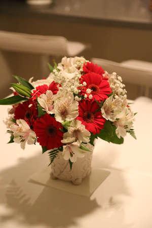 bouquet fleur: Bouquet de fleurs Rouge Blanc Banque d'images