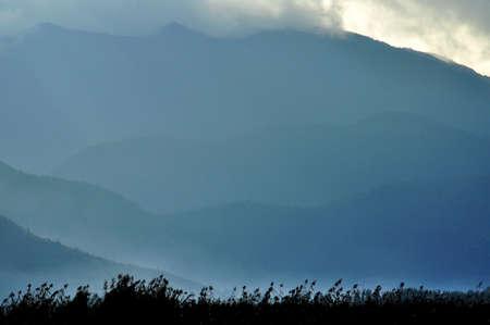 vigorously: mountain scenery