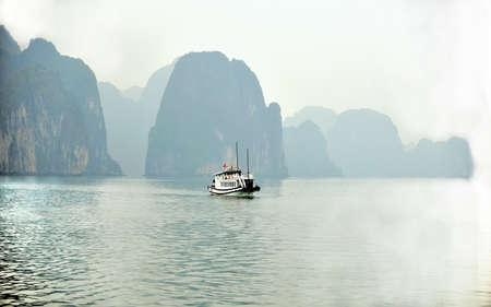Landscape scenery view of Ha Long Bay Editöryel