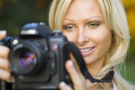 女性保持しているデジタル一眼レフ カメラ
