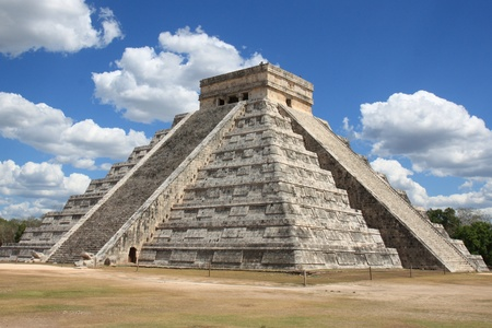 ruins is ancient: The Mayan pyramid in Chichen Itza, Mexico. Stock Photo