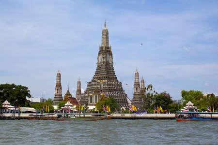 The Wat Arun in Bangkok,the River Chao Phraya in front photo
