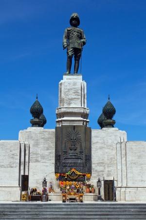The Statur of king Vajiravudh in the Lumphini Park in Bangkok photo
