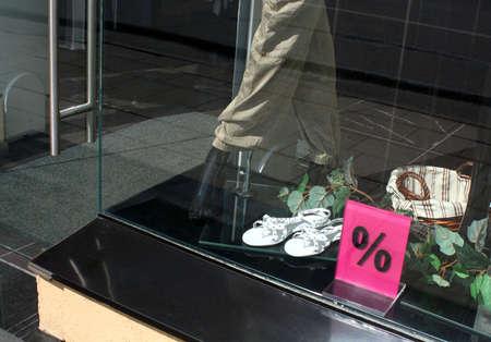 高級衣料品ブティック ウィンドウをサインオン売り切り