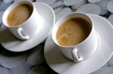 おいしいコーヒーの 2 つのコーヒー カップ 写真素材