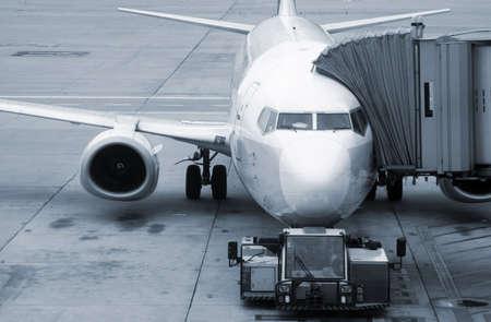 航空機搭乗空港準備立ち