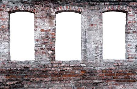 3 つの独立したウィンドウで風化したレンガの壁 写真素材