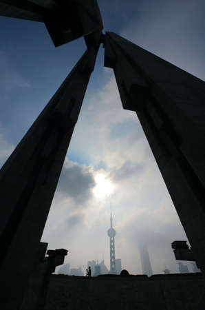 Oriental Pearl TV Tower framed by Monument to the Peoples Heroes, Shanghai, China Stock Photo