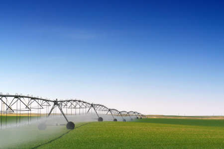agriculture industrial: Crop Irrigation using the center pivot sprinkler system