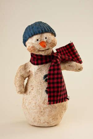 papier mache: Amable y dulce Snowman de Papier Mache con Blue Hat