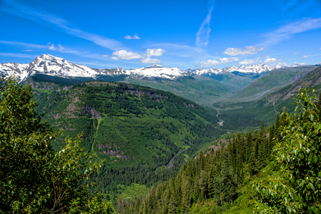 Glacier National Park Landscape in the Summer with Interesting Cloud Formations 版權商用圖片