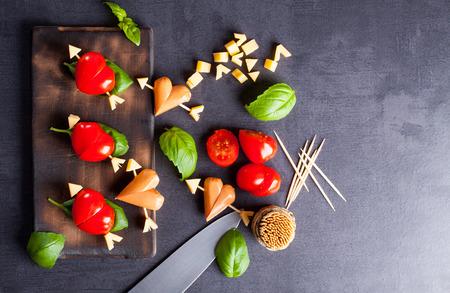 saucisse: filet marin� au coeur de tomate et des saucisses en forme. Entr�e pour un parti. Le r�gal Saint Valentin pour votre bien-aim�.