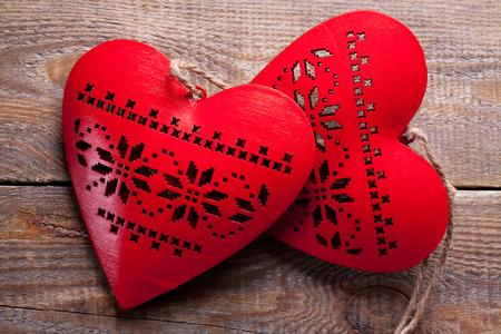 liaison: Red hearts on wooden background. Symbol of love in valentines day.