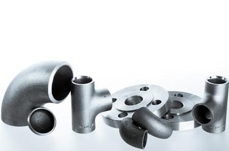 그룹에 철강 용접 피팅. 플랜지, 팔꿈치, 티 및 화이트 스페이스의 plu.