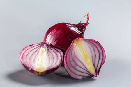 Red onions isolated on gray background. 免版税图像