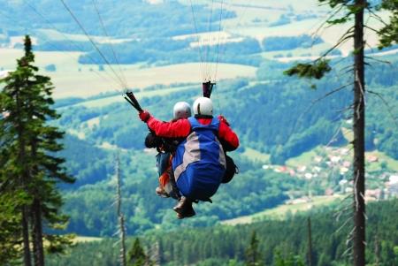 Tandem paragliding, with landscape in the background Reklamní fotografie - 16316886