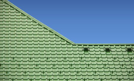 new roof with green sheet metal and background of blue sky Stock Photo - 124352514