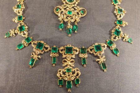 ladylike: Golden necklace