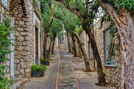 Capri Insel Straße unter bewölktem Himmel nach Sturm Standard-Bild - 92196906