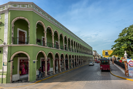 Colored buildings with colonnades  in San Francisco de Campeche, Mexico Redakční