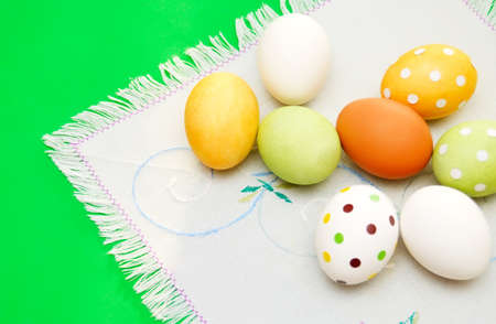 servilleta de papel: Easter eggs on serviette on the table Foto de archivo