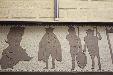 Figuras medievales en la estructura de un edificio antiguo arte e historia Foto de archivo - 16483077