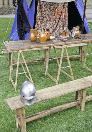 medioevo: Tenda medievale e strumenti del medioevo, storia e cultura Archivio Fotografico