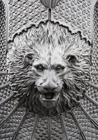 cara leon: Iron Le�n antiguo monumento, decoraci�n hist�rica