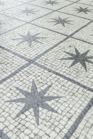 Estrellas en la calle urbana en los azulejos de piedra