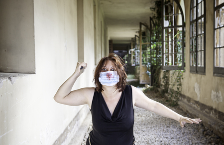 insane insanity: Psycho girl with knife and medical mask
