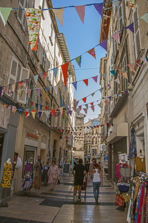 Avignon, France - July 06, 2016. People strolling and having fun under the sunny blue sky in the city center of the charming Avignon. In the Vaucluse department, Provence region, southeastern France Redactioneel