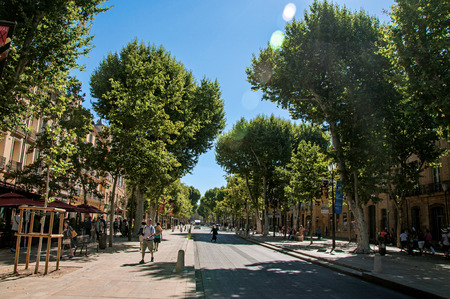 Aix-en-Provence, France - July 09, 2016. Avenue with trees and people in Aix-en-Provence, a lively town in the French countryside. In Bouches-du-Rhone department, Provence region, southeastern France Redactioneel