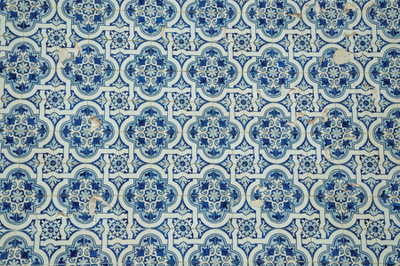 Splendid blue floral pattern hand-painted in baroque style on ceramic tiles, at the Saint Peter Church in Gouveia. A nice country town with gardens and captivating historical heritage in Portugal. Banco de Imagens - 124404127