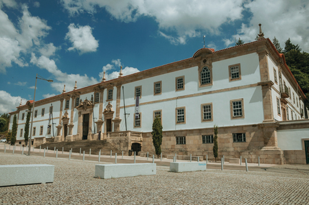 Gouveia, Portugal - July 17, 2018. Facade of the Town Hall building finery decorated in baroque style at Gouveia. A nice country town with gardens and captivating historical heritage in Portugal. Banco de Imagens - 124404112
