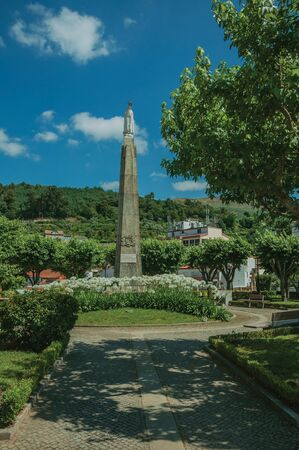 Marble statue of Our Lady on stone pillory at flowered garden, in a sunny day at Seia. On foothill mountains, this friendly town in eastern Portugal is also known for its delicious artisanal cheese. Banque d'images