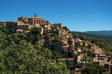 Panoramic view of the village of Gordes on top of a hill and under sunny blue sky. Located in the Vaucluse department, Provence region, in southeastern France Zdjęcie Seryjne