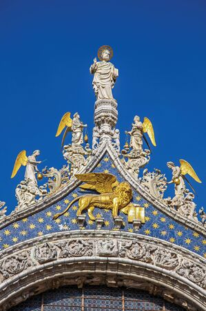 Close-up of sculptures and frontispiece made in marble and gold on the San Marco Basilica. At the city of Venice, the historic and amazing marine city. Located in Veneto region, northern Italy Zdjęcie Seryjne