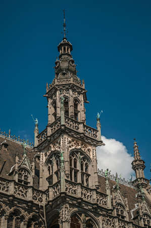 Richly decorated facade in Gothic style of the Brussels City Museum and blue sky, at Grand Place. The vibrant and friendly capital of Belgium. Редакционное