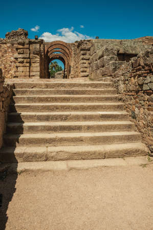Exit gateway with arches of Roman Amphitheater and stairs at the archaeological site of Merida. A town founded by ancient Rome in Spain. 免版税图像