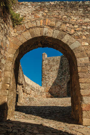 Stone gateway in the internal wall over sidewalk at the Marvao Castle. An amazing medieval fortified village in Portugal. 免版税图像
