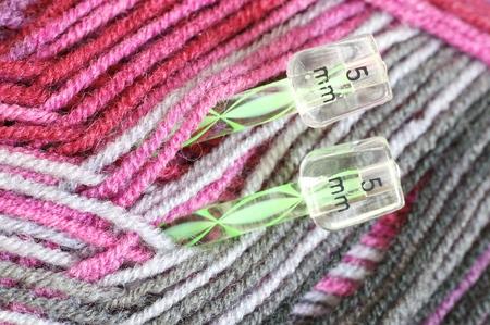 trabajo manual: trabajo hecho a mano, rosa, lezna, trama, trenza, verde, blanco, color, azul, trenza, lana, tejido de punto, tejido, aguja de tejer, trabajo de la mano