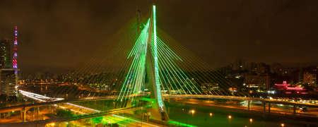 Puente m�s famoso de la ciudad de Sao Paulo, Brasil Foto de archivo - 21305990